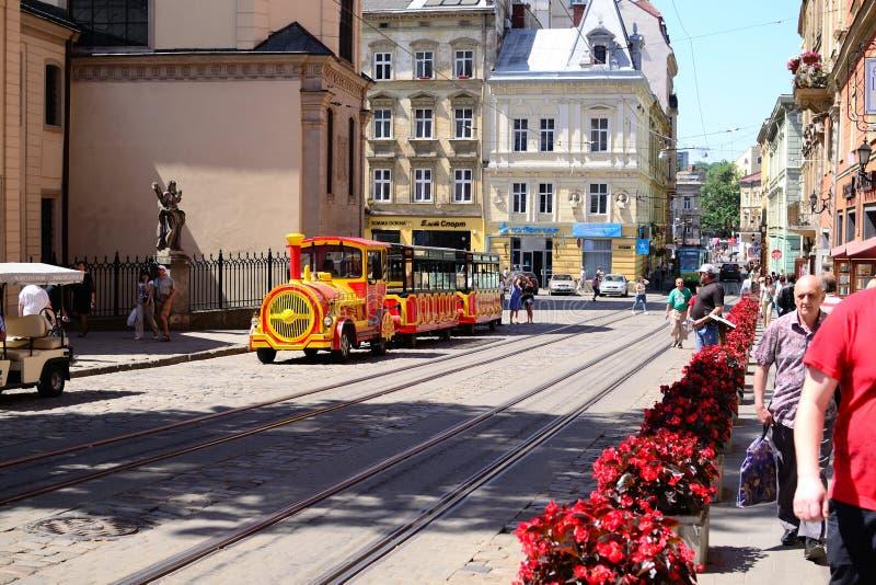 Lviv - 12 06 2015: Lviv - el centro histórico de Ucrania, una ciudad imagenes de archivo