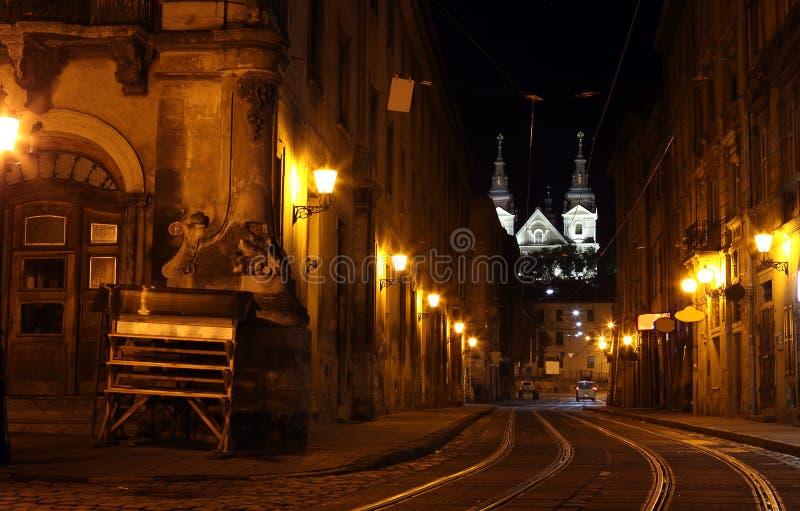 lviv nattgata arkivbilder