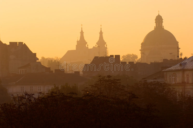 lviv soluppgång royaltyfria foton