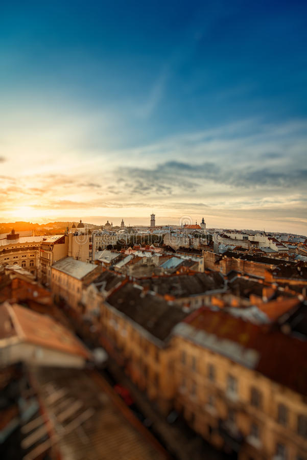 Lviv stadssoluppgång royaltyfria bilder