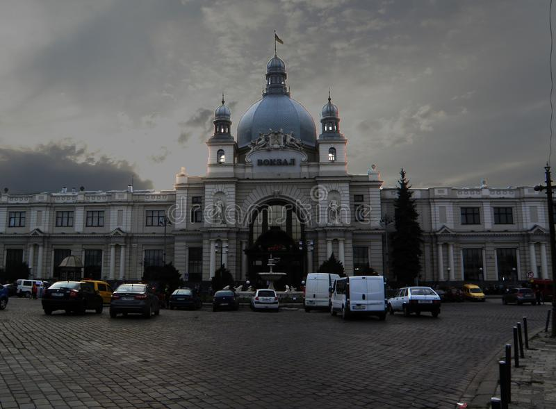 LVIV-STATIONwolk op de hemel royalty-vrije stock afbeelding