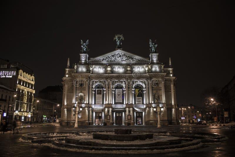 Lviv teatr opery i baleta Ukraina Architectura Styczeń 2017 noc obraz stock