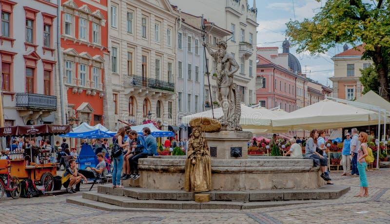 Lviv, Ucrânia - julho, 26,2018: Anfitrião da rua nas ruas de Lviv, Ucrânia fotos de stock