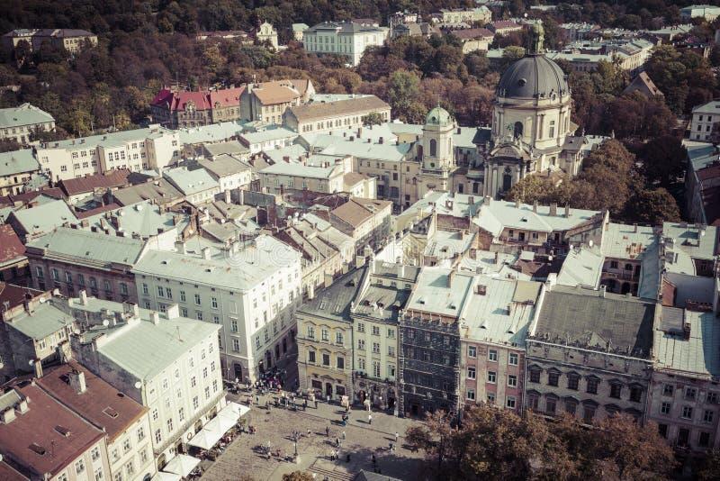 LVIV, UCRANIA - 2 DE OCTUBRE DE 2016: Ciudad de Lviv desde arriba central fotos de archivo libres de regalías
