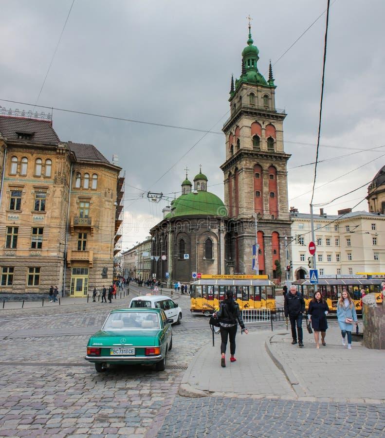 Lviv Ukraina - April 19, 2019: Antagande av den välsignade oskulden Mary Church Tower av Korniakt lviv - underbart arkitektoniskt royaltyfria bilder