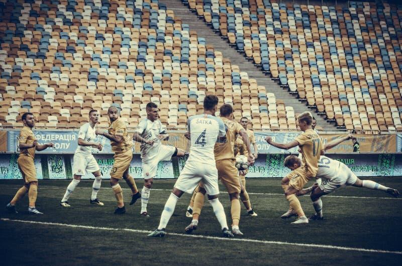 Lviv Ukraina - Augusti 10, 2018: Fotbollsspelare under grupp s royaltyfri fotografi
