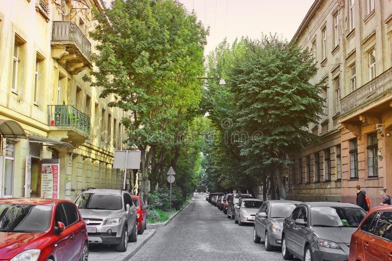 Lviv Ukraina - Augusti 23, 2018: Härlig gata av den historiska staden av Lviv fotografering för bildbyråer