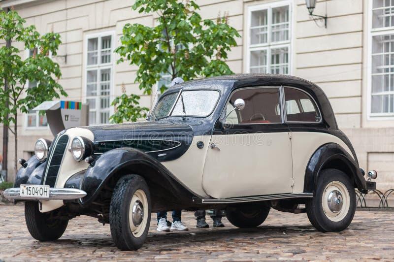 Lviv Ukraina - Maj 3, 2019: Utst?llning av retro bilar LVIV STADSDAG royaltyfri bild