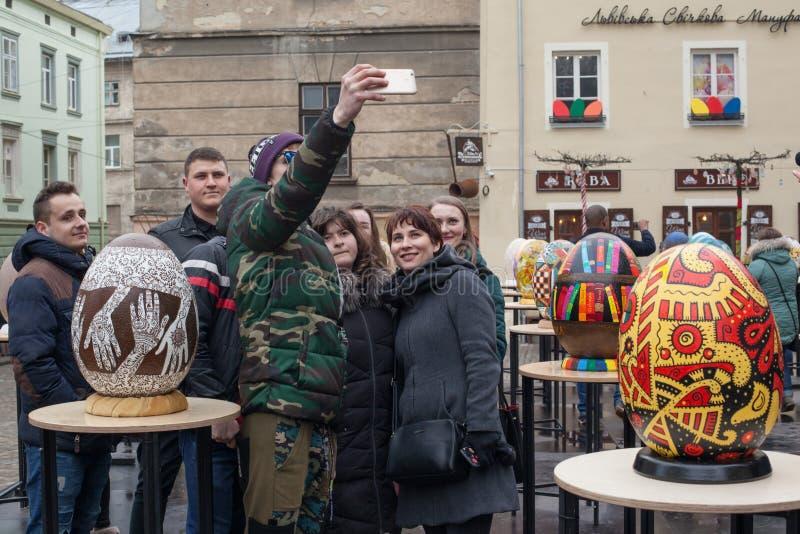 Lviv Ukraina - mars 29, 2018 P?skfestival i Lviv royaltyfria foton