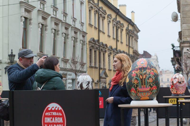 Lviv Ukraina - mars 29, 2018 P?skfestival i Lviv arkivbild