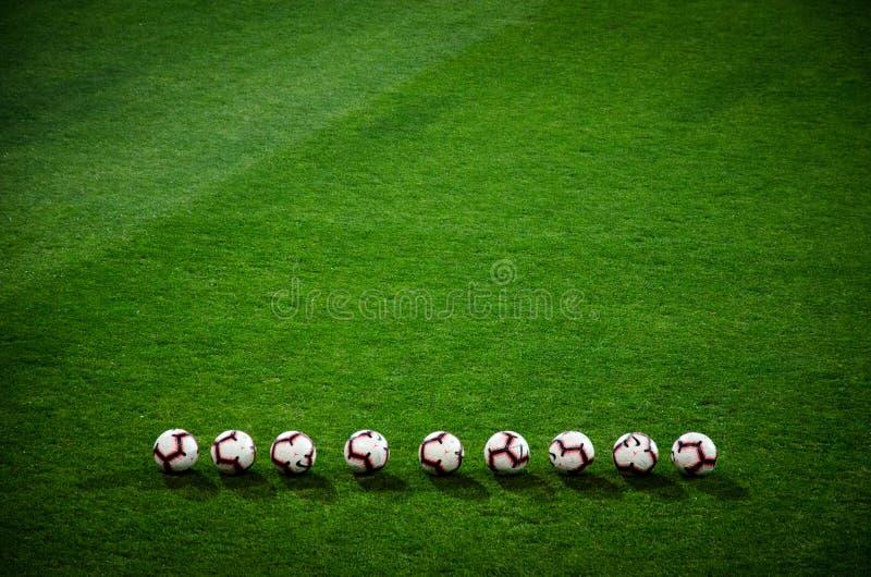 LVIV UKRAINA, Październik, - 19, 2018: Futbolowy balowy lieng na grą obrazy stock