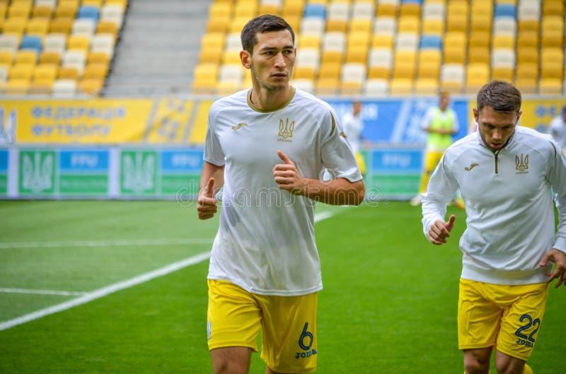 Lviv Ukraina, Sierpień, - 10, 2018: Stażowi gracze futbolu t zdjęcie royalty free