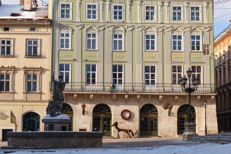 LVIV, UKRAINE - 1er mars 2018 Place du marché Le centre de la ville historique de Lviv image stock