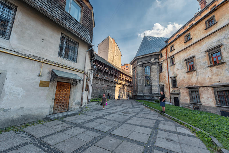 LVIV, UKRAINE - 9 NOVEMBRE 2016 : Arrière-cour de ville de Lviv de musée ukrainien d'art moderne photos libres de droits