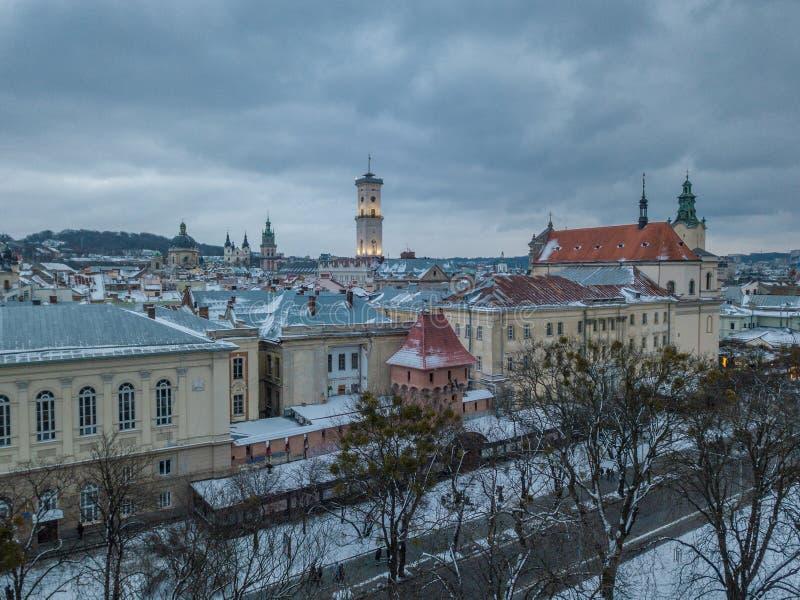 LVOV UKRAINA - 25, December 2018 Panorama av den forntida staden arkivbilder