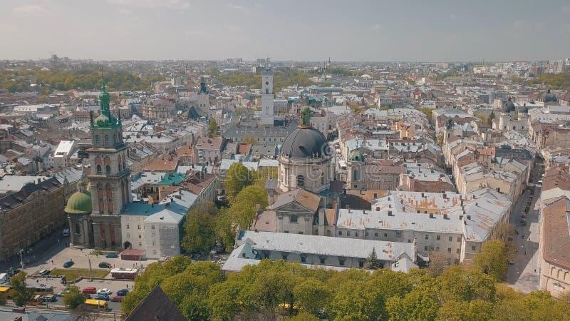 Lvov Ukraina Flyg- stad Lviv, Ukraina gammal panoramatown dominikan royaltyfri fotografi