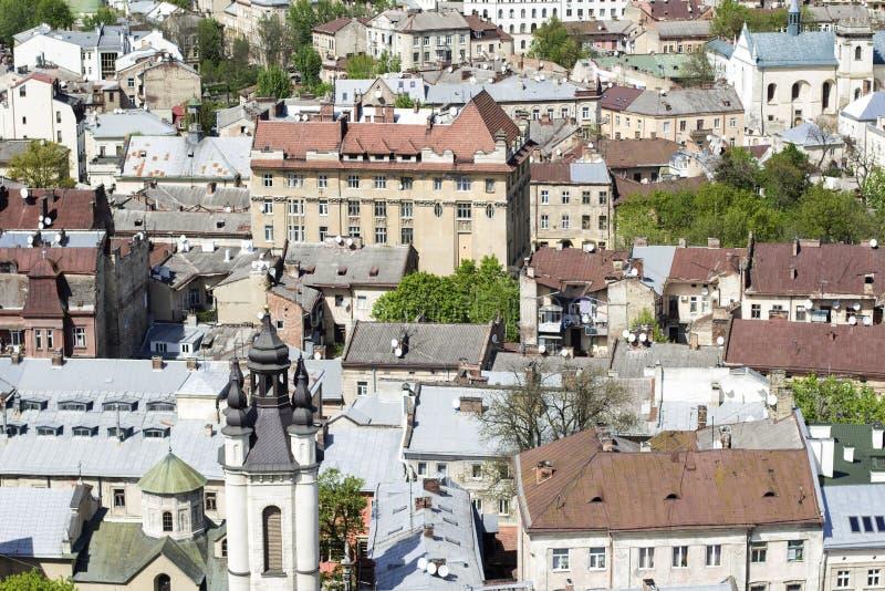 LVOV UKRAINA - MAJ 3, 2015: Sikt över taken av staden fotografering för bildbyråer