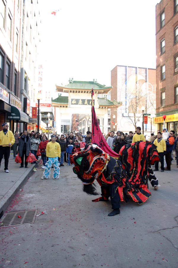 Lwa taniec w Chinatown, Boston podczas Chińskiego nowego roku świętowania obraz royalty free
