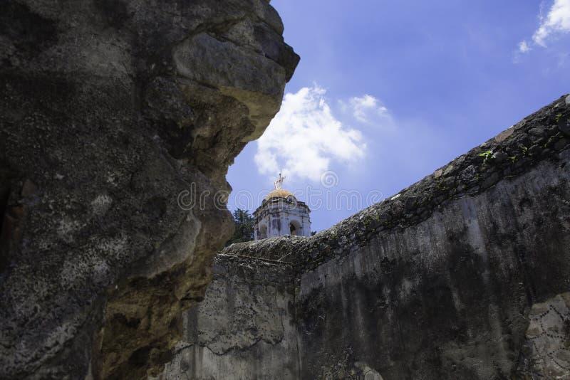 Lwy dezerterują klasztor zdjęcia stock