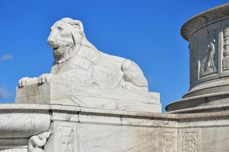 Lwy Ochraniają Scott fontannę na belle wyspie, Detroit zdjęcia royalty free