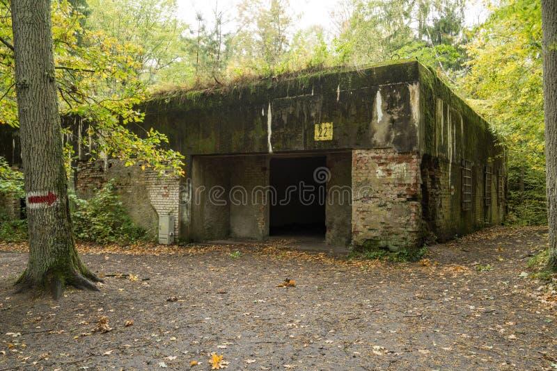 Lya för varg` s, bunker för Adolf Hitler ` s, Polen Första östliga främre militära högkvarter, världskrig II Komplext uppblåst, ö arkivbild