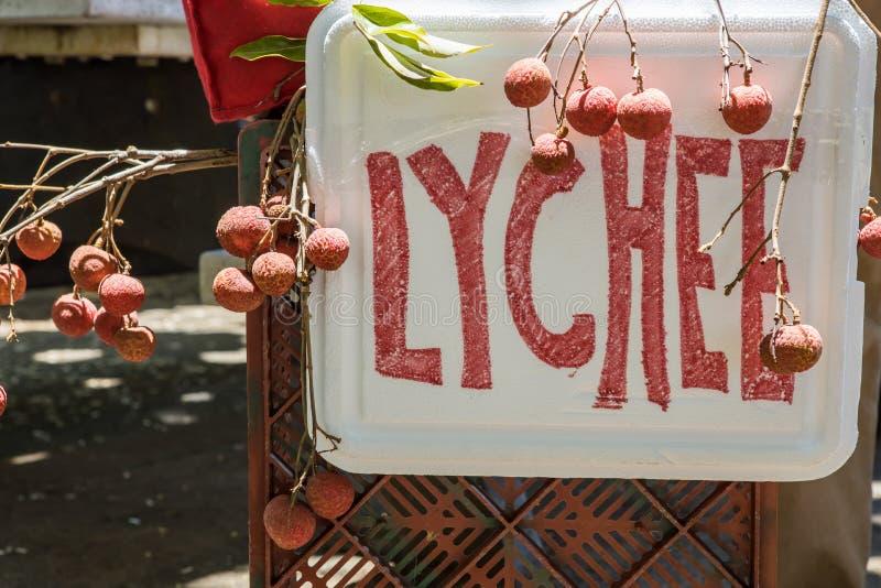 Lychees для продажи стоковая фотография rf