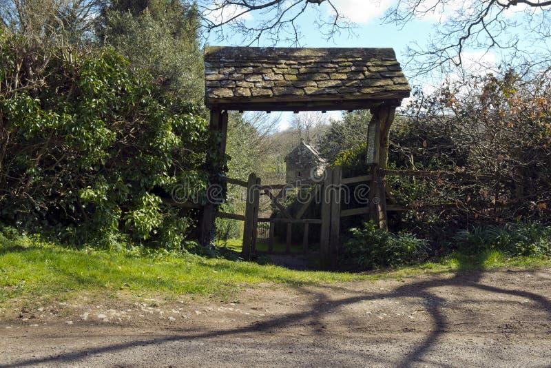 Lychgate, Duntisbourne唤醒,格洛斯特郡,英国 免版税库存图片