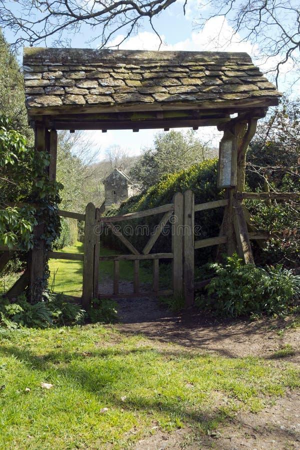 Lychgate, побудка Duntisbourne, Gloucestershire, Великобритания стоковая фотография