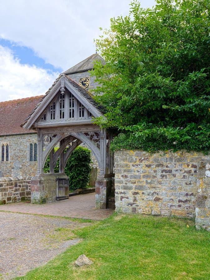 lychgate Igreja do St Marys, Slaugham, Sussex meados de imagens de stock