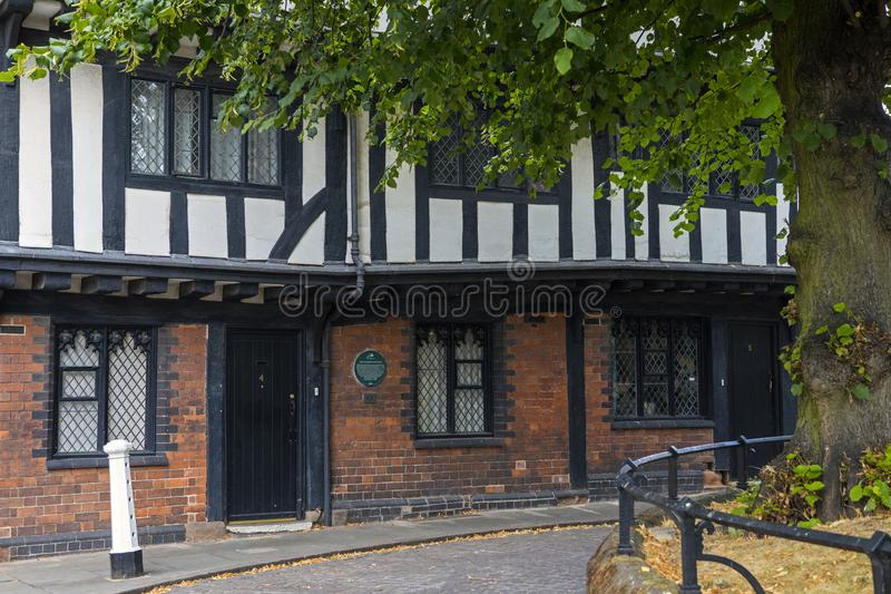 Lychgateplattelandshuisjes in Coventry stock fotografie