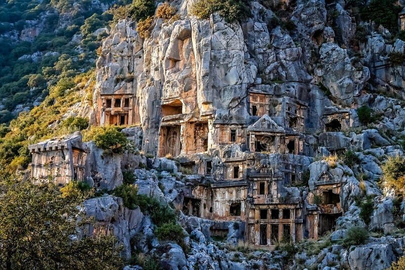 Lycian岩石裁减坟茔在迈拉 免版税库存图片