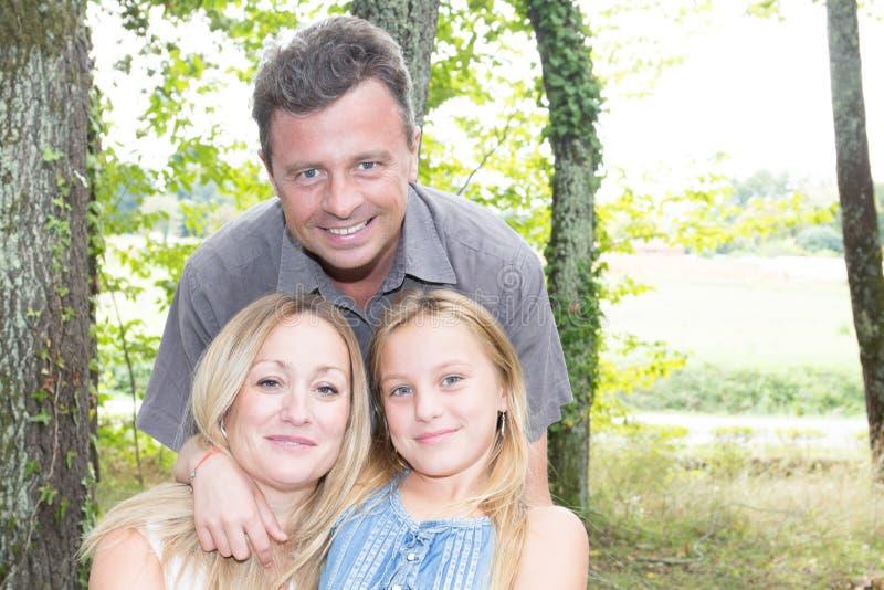 Lycka och harmoni i familjelivgyckel royaltyfria foton