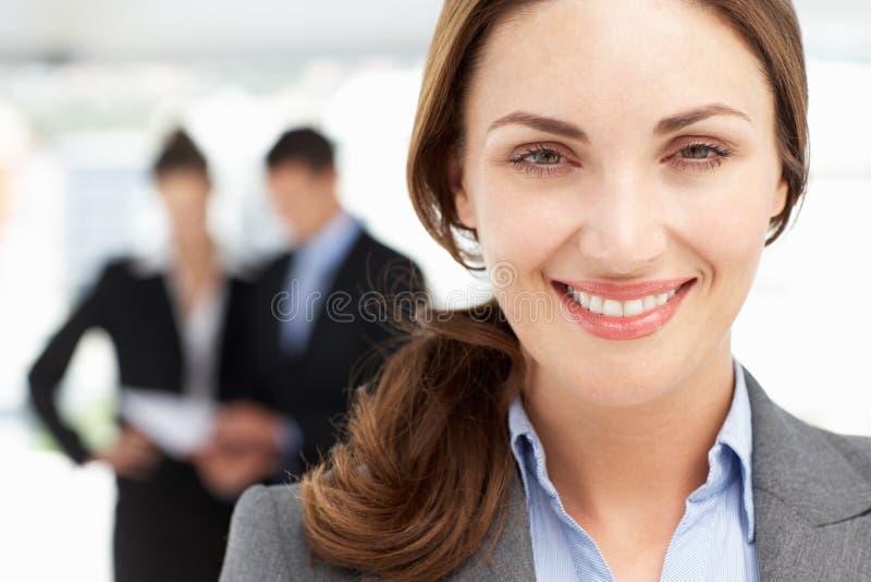 Lyckad affärskvinna royaltyfri foto