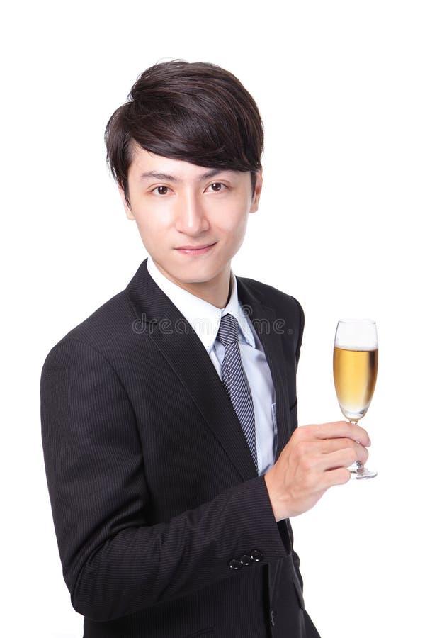 Lyckad affärsman som rostar med Champagne arkivbilder