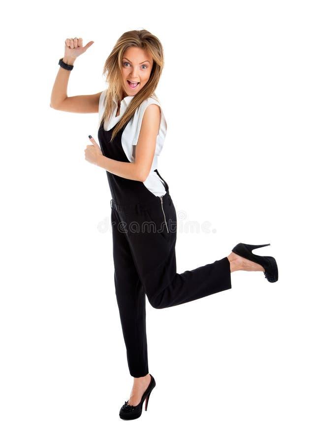 Lyckad ung affärskvinna som är lycklig för hennes framgång royaltyfri fotografi