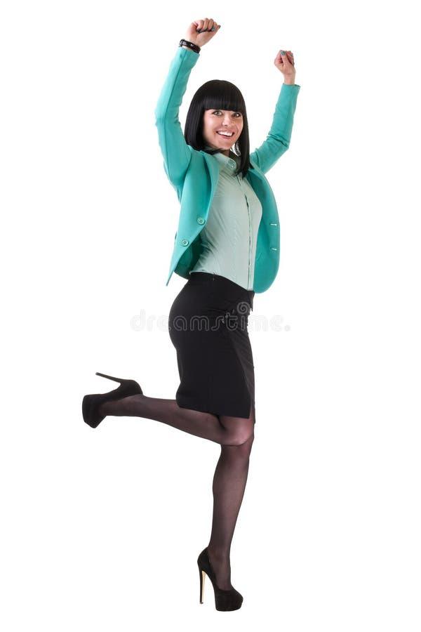 Lyckad ung affärskvinna som är lycklig för hennes framgångbanhoppning Isolerad full kroppbild på vit bakgrund royaltyfri bild
