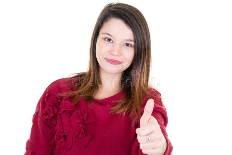 Lyckad ung nätt kvinna som visar upp ok teckentummar royaltyfria bilder