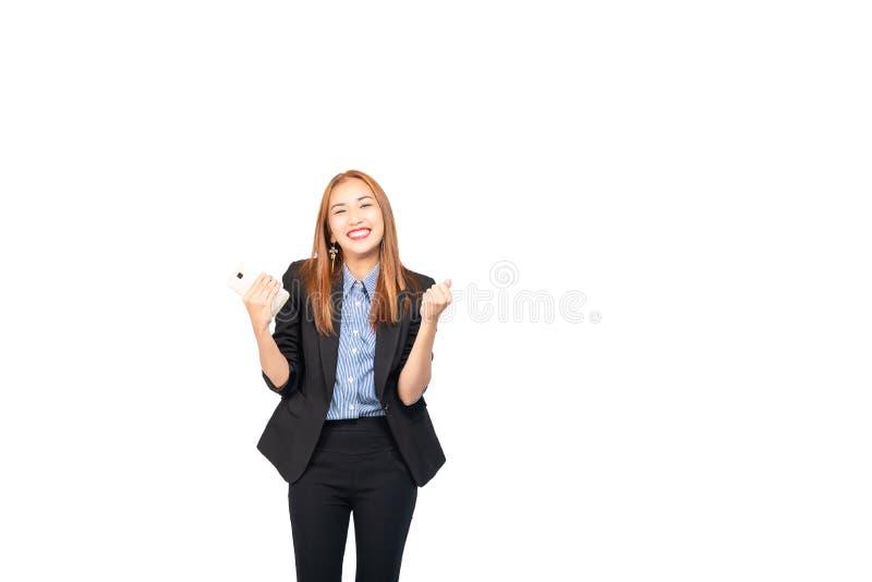 Lyckade för lyckaasiat unga säkra och härliga online-försäljningar för affärskvinna till och med att använda mobiltelefon arkivbild