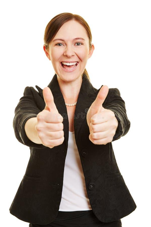 Lyckade hållande tummar för affärskvinna upp arkivfoton