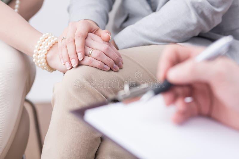Lyckade resultat av en yrkesmässig äktenskaplig terapi arkivfoton