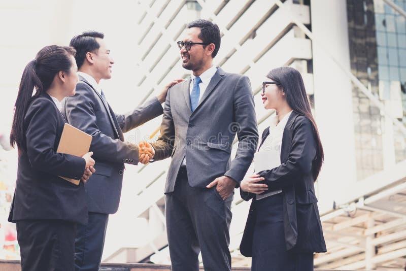 Lyckat företag med grupparbetare royaltyfri foto