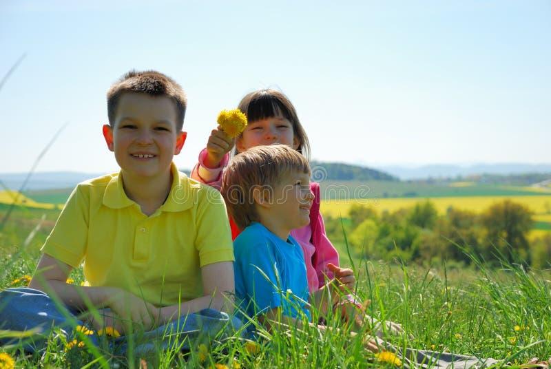 lycklig äng tre för barn royaltyfri bild