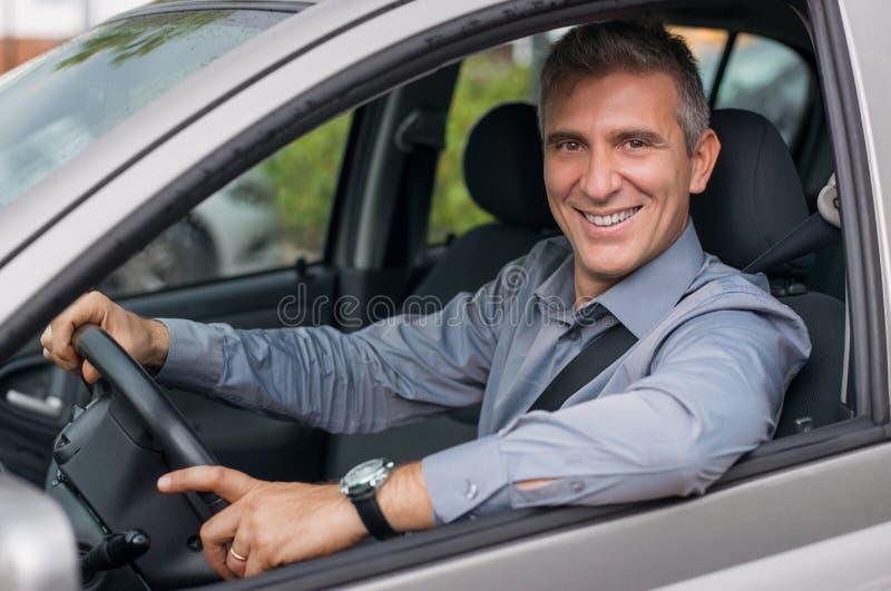 Lycklig affärsman Driving Car arkivbild