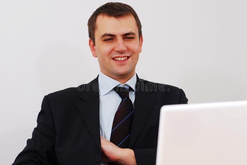 Lycklig affärsman med bärbar dator royaltyfria bilder