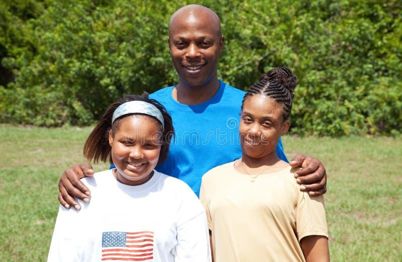 Lycklig afrikansk amerikanfamilj fotografering för bildbyråer