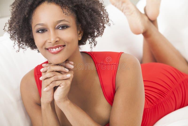 Lycklig afrikansk amerikanflicka för blandad Race royaltyfri fotografi