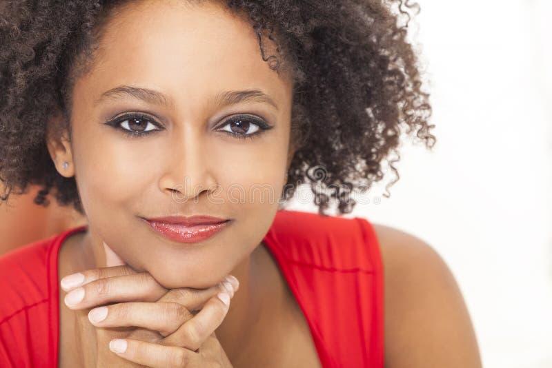 Lycklig afrikansk amerikanflicka för blandad Race royaltyfria bilder