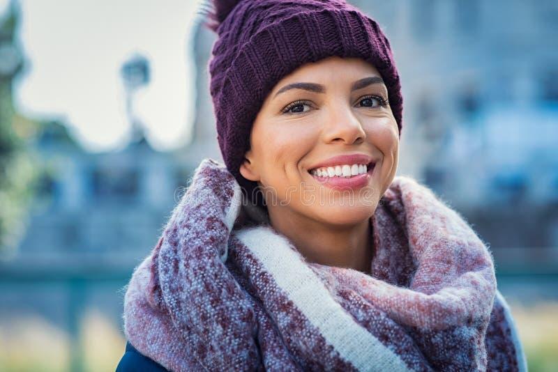 Lycklig afrikansk kvinna i vinter royaltyfria foton