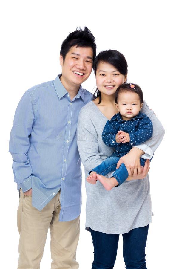 Lycklig asia familj arkivbild