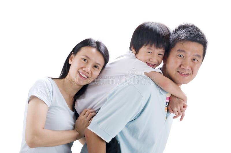 Lycklig asiatisk familj royaltyfri foto